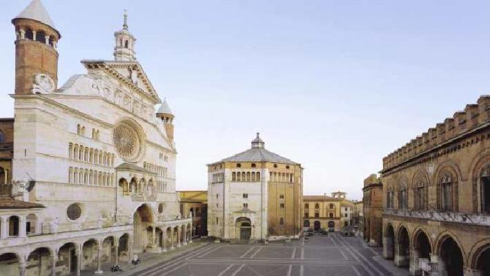 5997_cremona_piazza_del_duomo